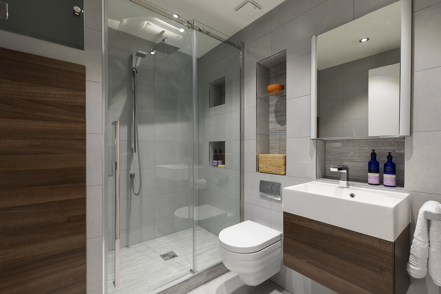 Luxury bathroom design and affordable prices