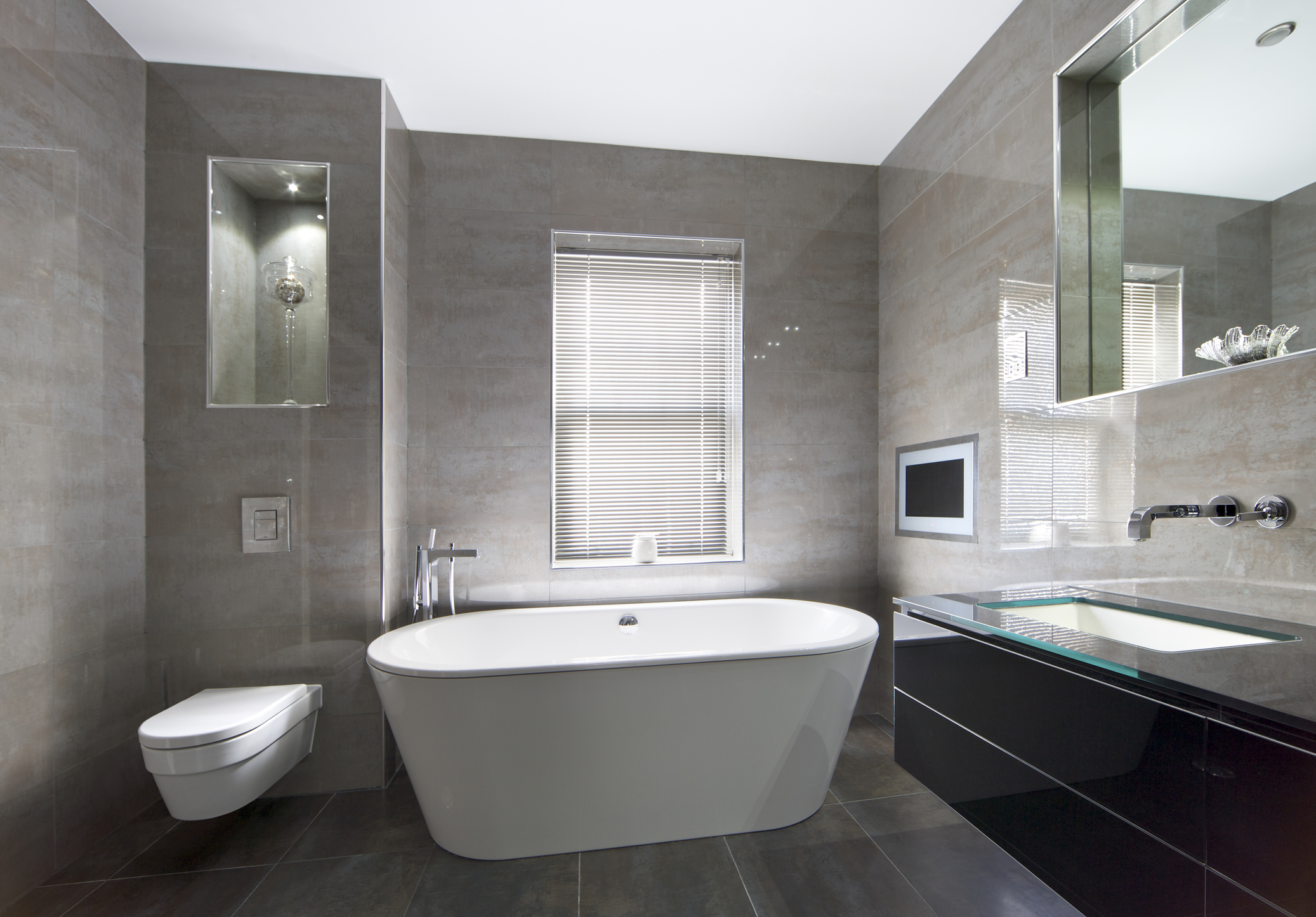 How to Design a Small Bathroom to Look More Spacious