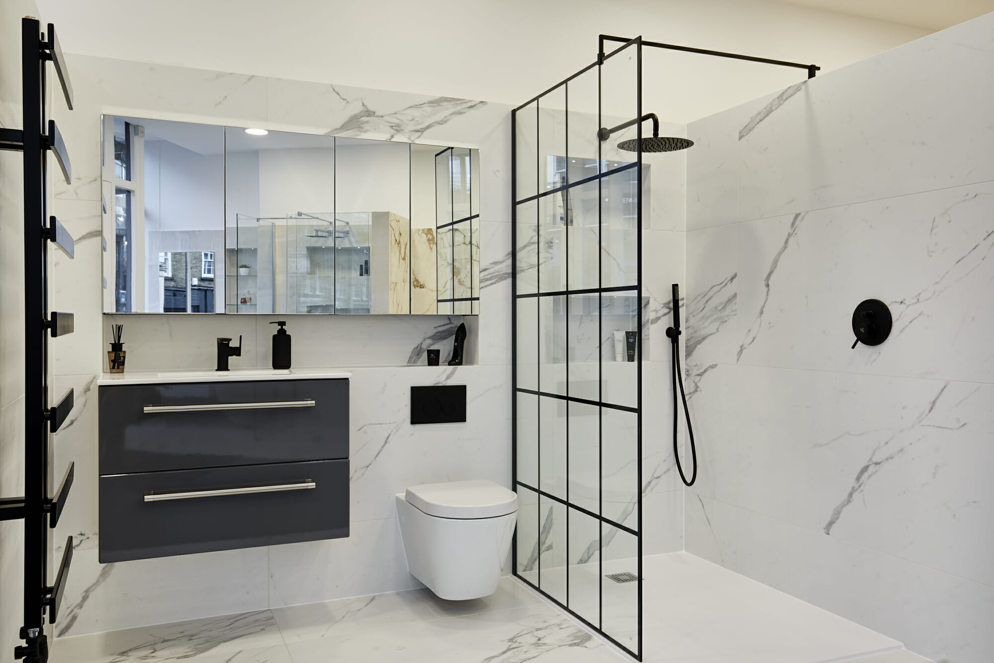 The Best Tile Colours for a Small Bathroom